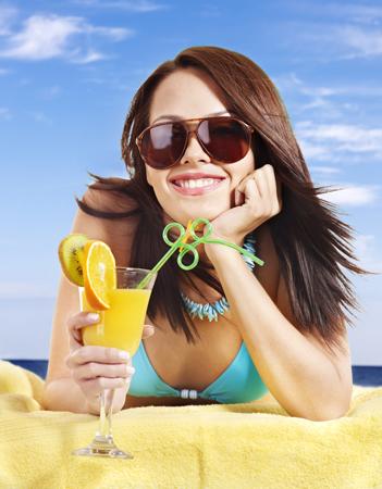 Как экономить здоровье на пляже. Солнцезащитные кремы и очки.